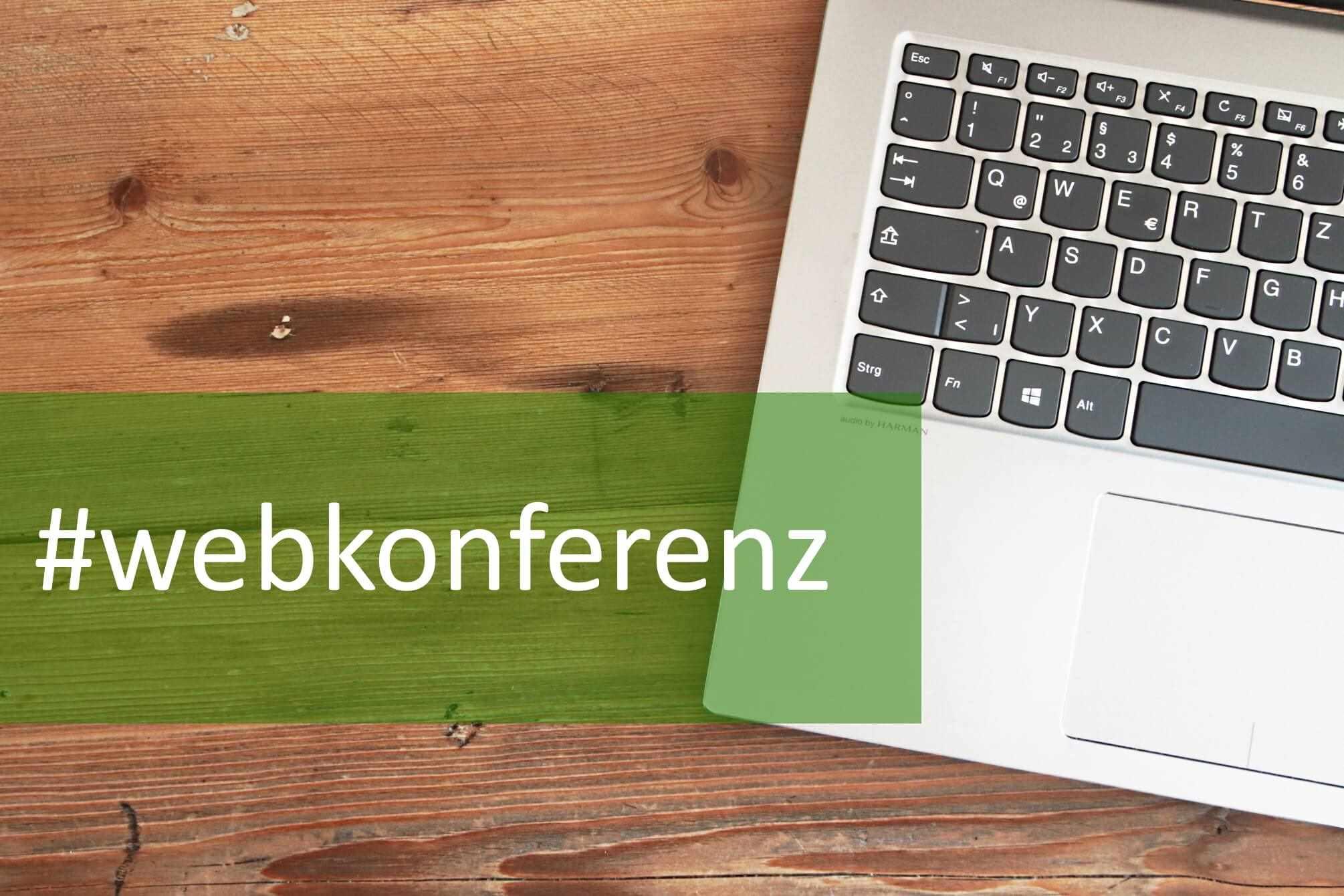 Laptop-Tastatur mit dem Hashtag Webkonferenz
